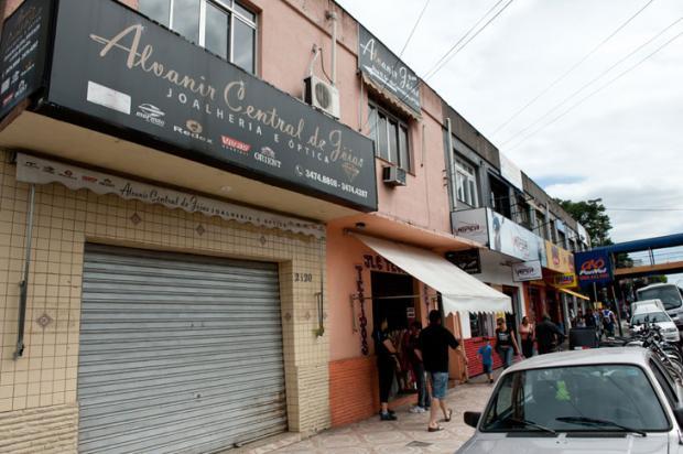 b3fa5def333 VÍDEO  Câmeras de segurança registram assalto a joalheria em Sapucaia do  Sul Carlos Macedo