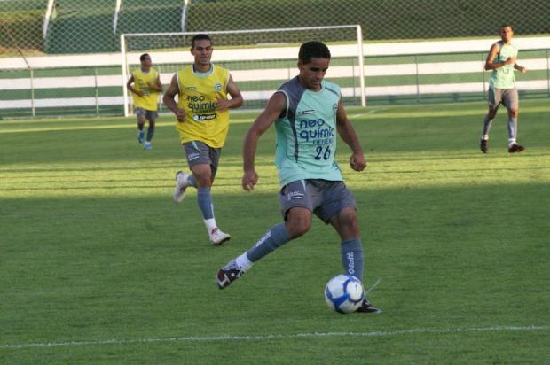 Inter desiste da contratação do lateral Douglas, do Goiás Goiás EC/Divulgação