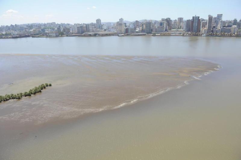 Proprietários de barcos turísticos têm reclamado da dificuldade de navegação causada pelo baixo nível das águas  :imagem 2