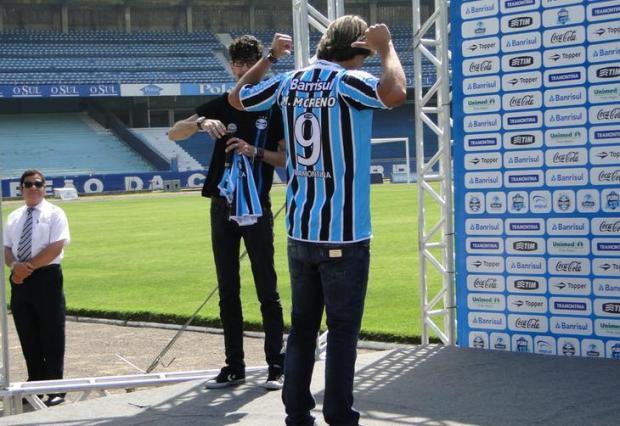 """Marcelo Moreno chega ao Grêmio e promete """"muitos gols para ajudar o time"""" Adriano de Carvalho/Agência RBS"""