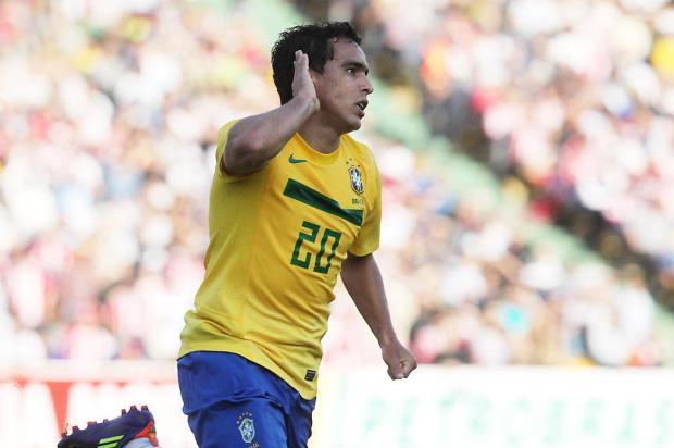Jadson só seria liberado ao Grêmio em troca de jogadores valorizados, diz agente Rafael Ribeiro/CBF/Divulgação
