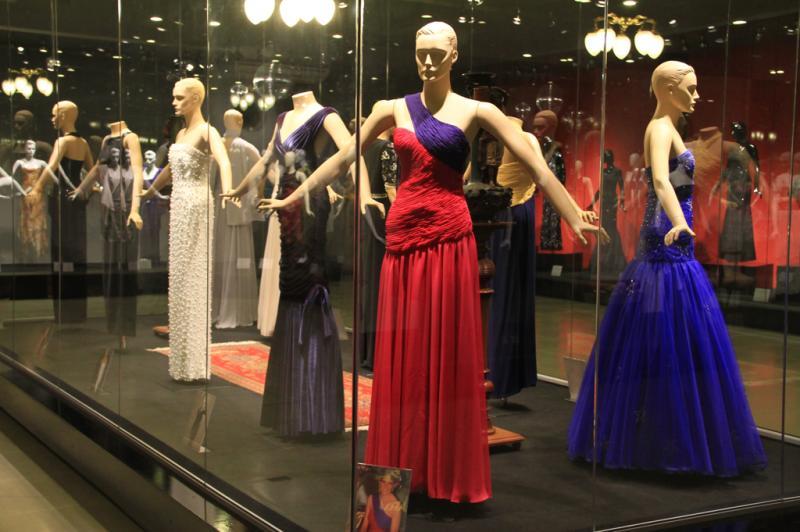 Tributo a Lady Diana, com réplica de vestidos clássicos da princesa inglesa:imagem 5