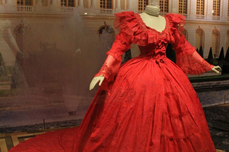 Museu conta com réplicas de vestidos de rainhas. Na foto, vestido da Rainha Margot (França) 1553 a 1615:imagem 3