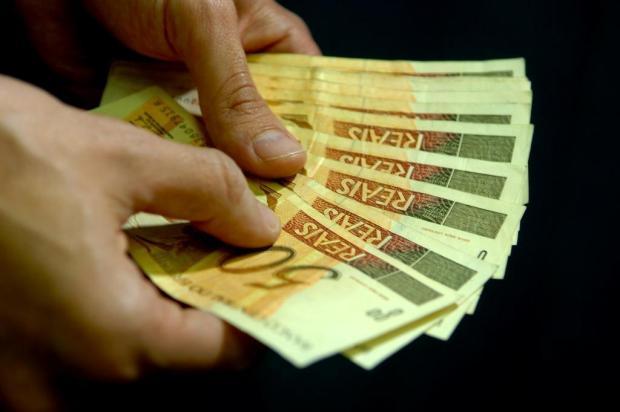 Orçamento da União prevê salário mínimo de R$ 674,95  Genaro Joner/Agencia RBS