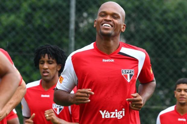 Zagueiro Edson Silva será titular pela segunda vez seguida no São Paulo Luiz Pires/Vipcomm