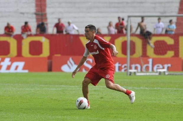 Em tarde de rachão, D'Alessandro é ovacionado pela torcida no Beira-Rio Genaro Joner/AgênciaRBS