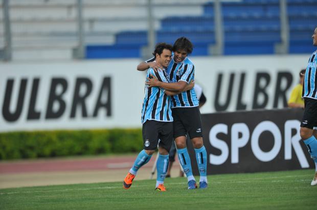 Dupla de ataque desencanta e Grêmio vence o Canoas por 3 a 1  Mateus Bruxel, Agência RBS/