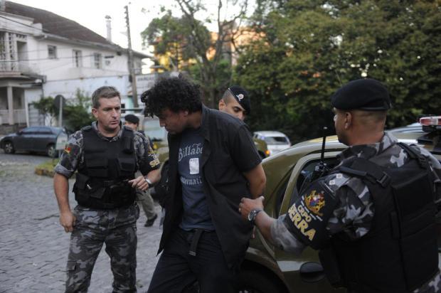 Suspeito de matar empresário e adolescentes desaparecidos em Caxias chega à Defrec Pothus Junior /