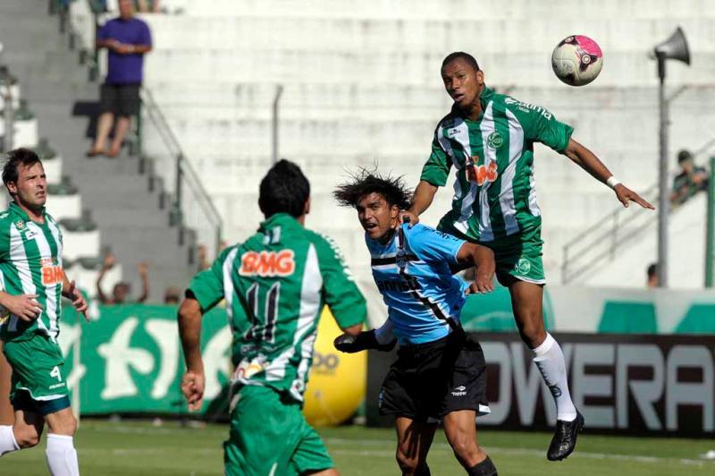 Marcelo Moreno encara a marcação do Juventude:imagem 9