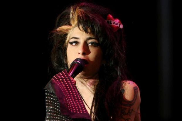 Pais de Amy Winehouse herdarão toda sua fortuna Steven Governo/ap