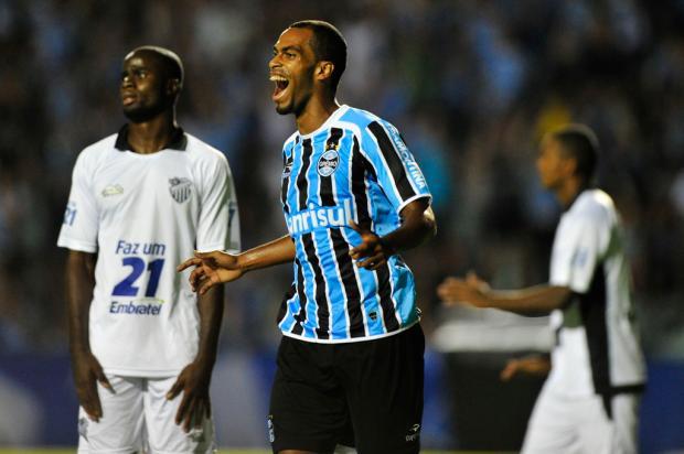 Com dois de Naldo, Grêmio goleia o Santa Cruz por 4 a 1 no Olímpico Jefferson Botega/
