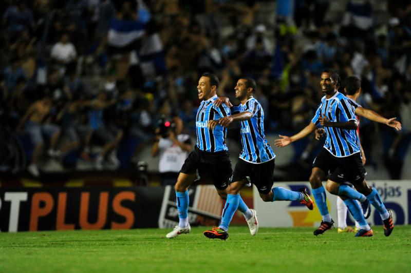 Aos 17 minutos do primeiro tempo, Léo Gago abriu o placar para o Grêmio no Estádio Beira-Rio:imagem 9