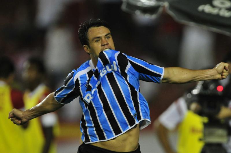 Kleber marcou o segundo gol do Grêmio depois de lançamento preciso de Marco Antônio:imagem 19