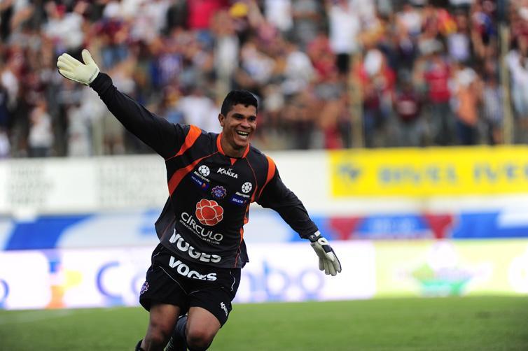 Nas cobranças, o Caxias venceu por 5 a 4 e se classificou para a final da Taça Piratini:imagem 8