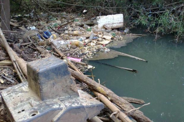 Três meses após limpeza, Rio Passo Fundo volta a sofrer com a poluição Leandro Becker/Agencia RBS