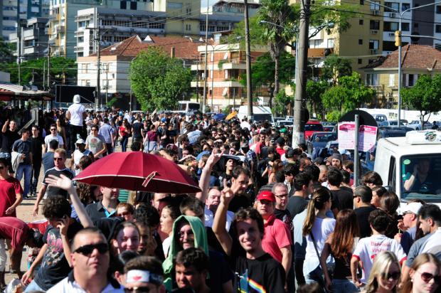 Fila de fãs para o show de Roger Waters no Beira-Rio provoca lentidão no trânsito Ronaldo Bernardi/