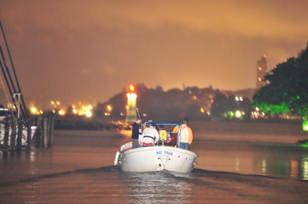 Velejadores são resgatados próximo a Guaíba Lauro Alves/