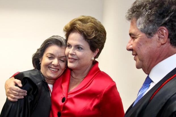 Primeira mulher a presidir o TSE, Cármen Lúcia toma posse em cerimônia com Dilma  Roberto Stuckert Filho/Presidência da República