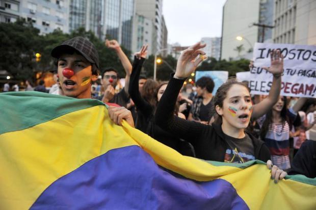 Chuva desmobiliza marcha contra a corrupção em Porto Alegre Félix Zucco/Agencia RBS
