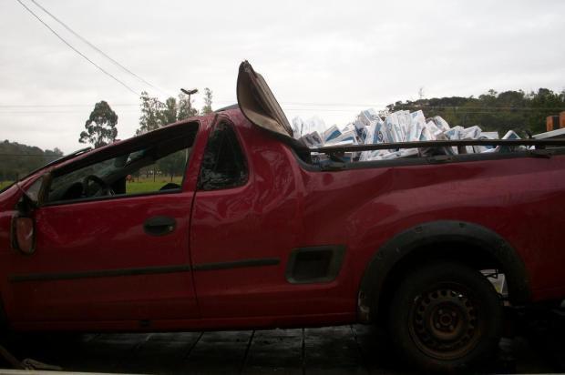 Veículo carregado com cigarro contrabandeado capota em Santa Rosa Comando Rodoviário da Brigada Militar/Divulgação