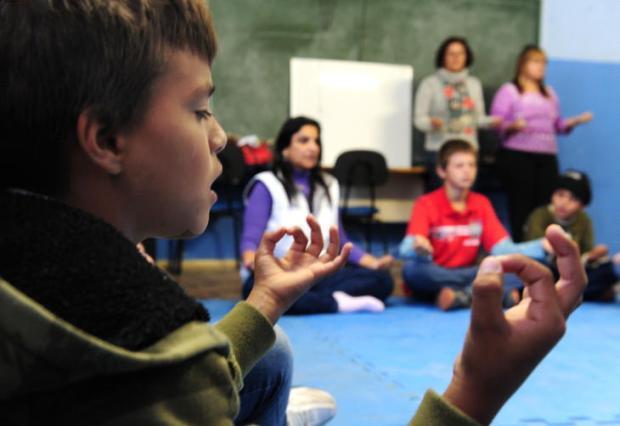 Meditação em sala de aula ajuda na redução da ansiedade e dos índices de violência em escola Fernando Gomes/Agencia RBS
