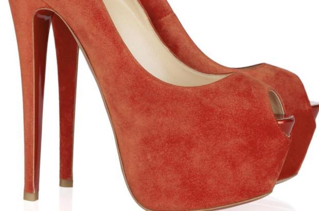 Salto alto, sapatilha e bico fino: o sapato como vilão saúde Divulgação/Net A Porter