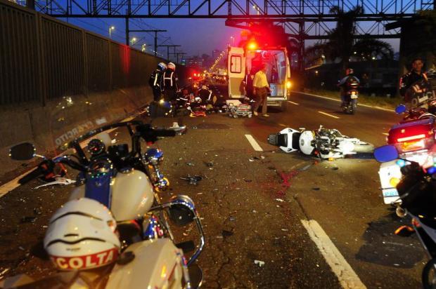 Motociclista que fazia escolta de Dilma sofre acidente na Av. Castelo Branco, em Porto Alegre Jean Schwarz/Agencia RBS
