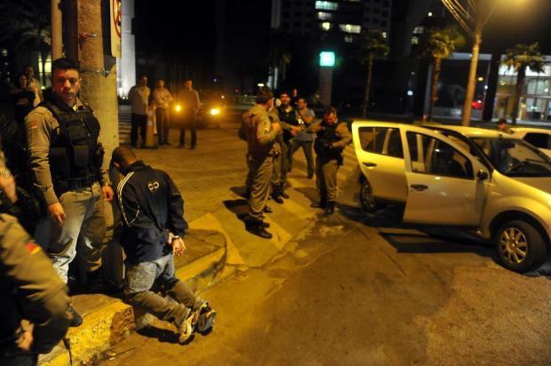 Quatro homens são presos após perseguição e tiroteio no entorno de hospital na Capital Bruno Alencastro/Agencia RBS