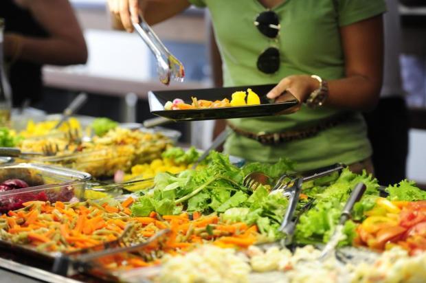 Pesquisa aponta que pessoas optam por alimentos saudáveis em restaurantes por quilo Fernando Salazar,Especial/Agencia RBS