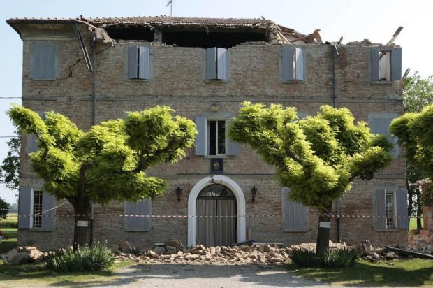 Novos tremores são sentidos e número de mortes sobe para 23 na Itália Gregorio Borgia/AP