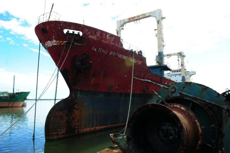 Navio paraguaio General Bernardino Caballero vai ser transformado em sucata. Até o final de maio, cerca de 200 toneladas de material haviam sido:imagem 1