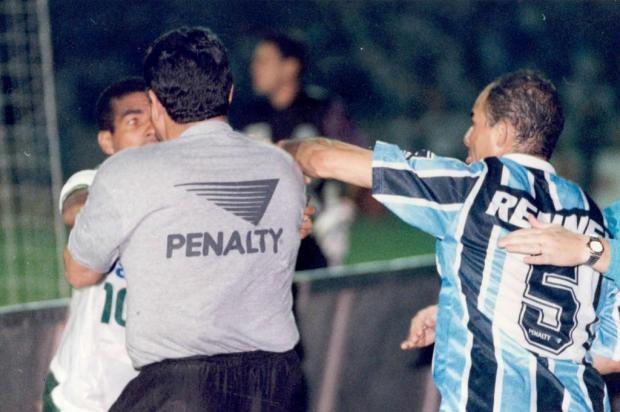 """""""Fico nervoso até hoje"""", comenta Dinho sobre briga com Válber em 1995 Júlio Cordeiro/Agencia RBS"""