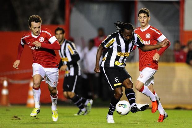 Andrezinho rouba a cena e Inter perde de virada por 2 a 1 para o Botafogo Mauro Vieira/