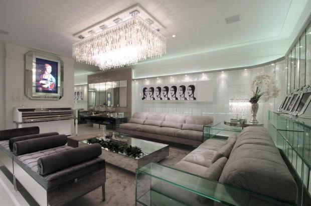 O living de cristal reúne itens da moda para casa com recursos da tecnologia  Henrique Amaral,Divulgação/Henrique Amaral,Divulgação