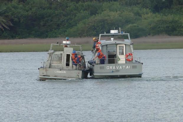 Marinha resgata lancha que estava naufragada na Lagoa dos Patos Marinha do Brasil/Especial