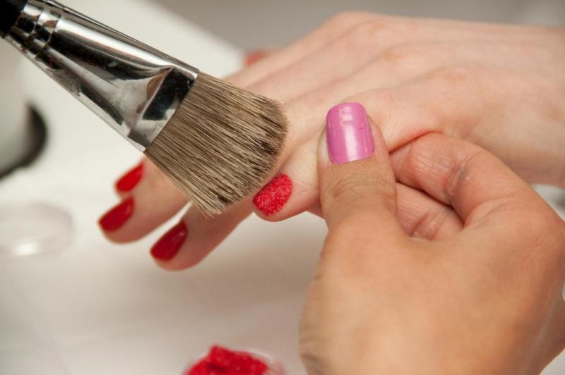 Passo 4: para retirar o excesso de pó você pode utilizar um pincel de maquiagem.:imagem 5