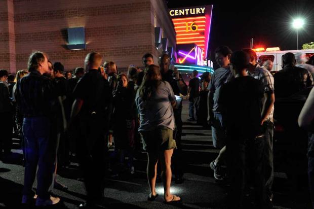 Tiroteio em cinema dos Estados Unidos deixa 12 mortos e 50 feridos Karl Gehring, AP/