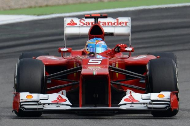 Alonso brilha no classificatório e garante a pole no GP da Alemanha Patrik Stollarz/AFP