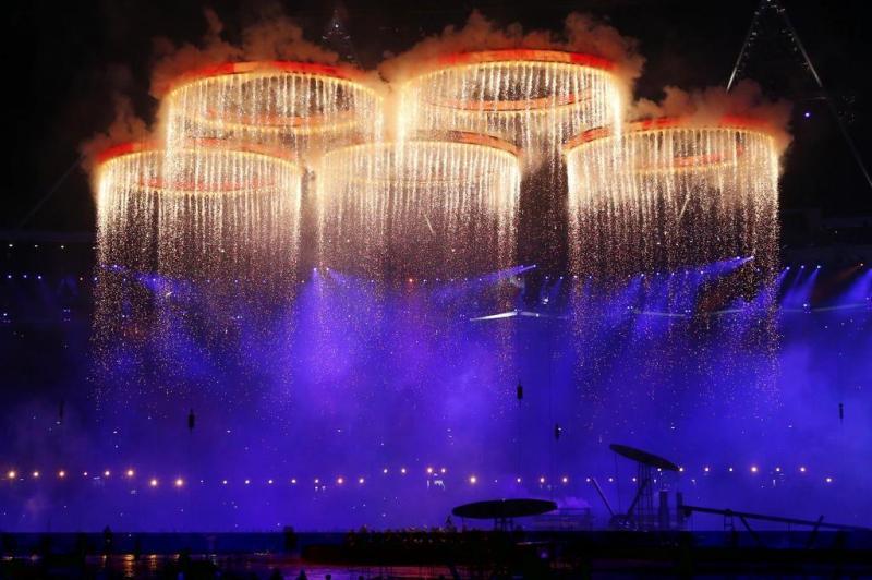 Símbolo olímpico iluminado na cerimônia de abertura dos Jogos:imagem 7