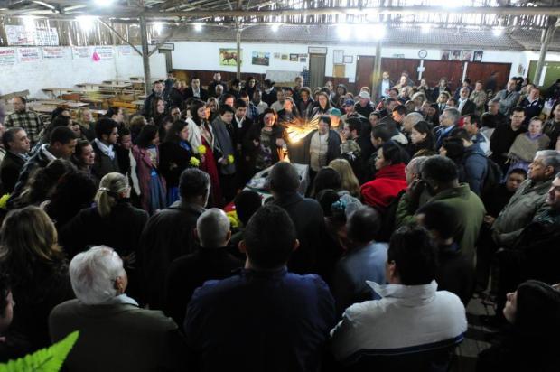 Adolescente que morreu após apresentação em CTG é velado em Guaíba Ronaldo Bernardi/Agencia RBS