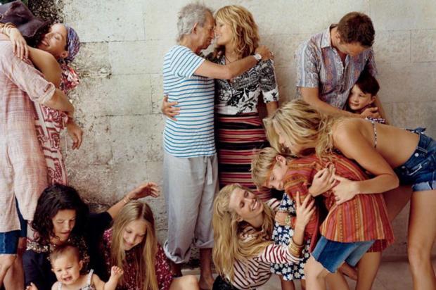 Keith Richards posa com filhos e netos em ensaio divertido Vogue/divulgação