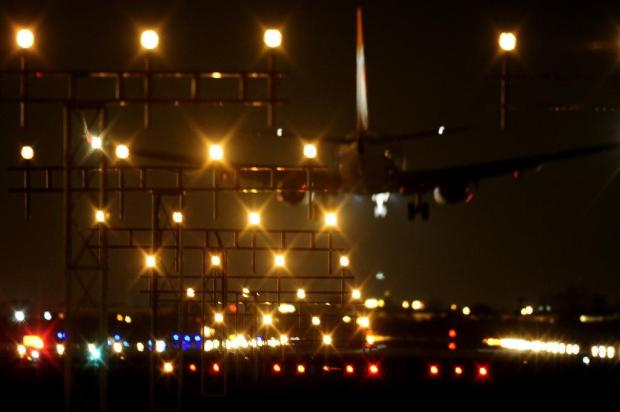 aeroporto - [Brasil] Modernização do aeroporto decola 13953157