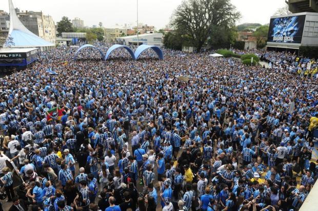 Gremistas se reúnem para abraço simbólico no Estádio Olímpico Ricardo Duarte/Agencia RBS