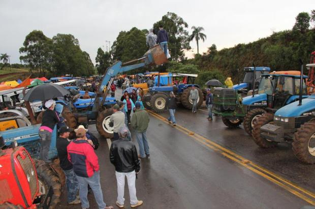 Em protesto contra delimitação de terra indígena, agricultores e comerciantes bloqueiam rodovia em Erebango Marielise Ferreira/Agencia RBS