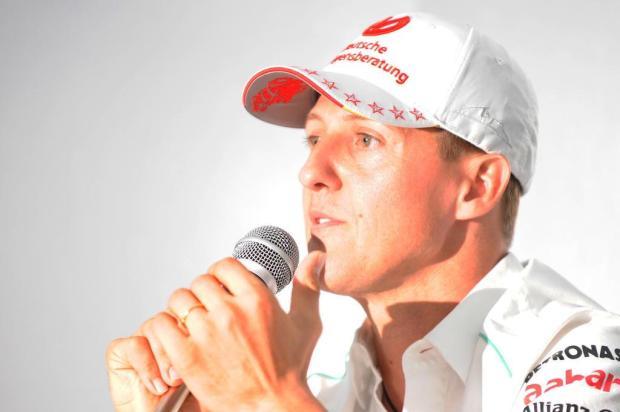 Assessoria de Schumacher confirma que ex-piloto está em coma e luta pela vida TORU YAMANAKA/AFP