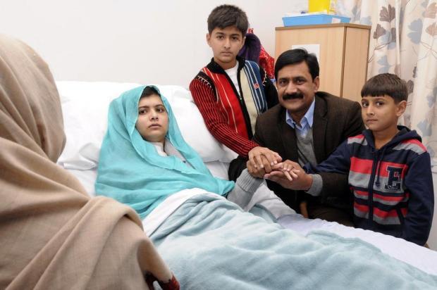 Ataque talibã contra jovem Malala mudou o Paquistão, diz seu pai Hospital Rainha Elizabeth,Divulgação/AP