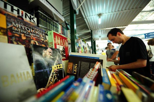 Feira do Livro começa com praça reformulada e movimento tranquilo Jean Schwarz/Agencia RBS