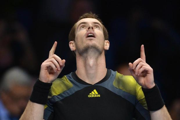 Andy Murray e Novak Djokovic estreiam com vitória no ATP Finals CARL COURT/AFP