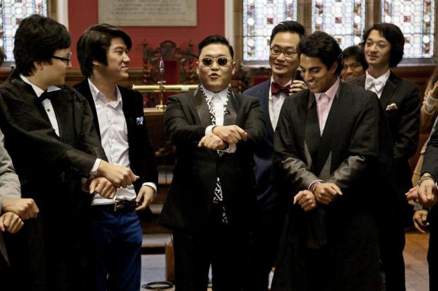 Psy leva seu 'Gangnam Style' à Universidade de Oxford AFP/oxford union