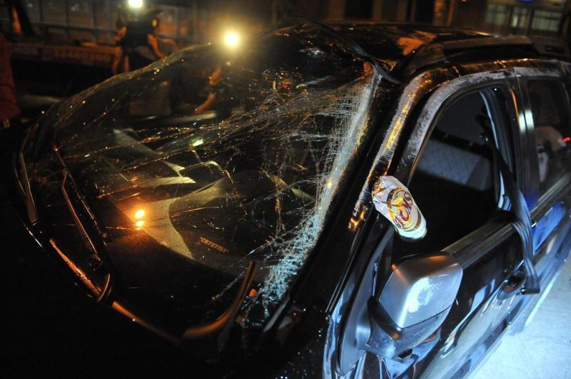 Lata de cerveja acabou prensada na porta de EcoSport em acidente na Avenida Carlos Gomes:imagem 4